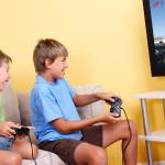 Qué hacer cuando tu hijo(a) no juega videojuegos y sus compañeros de clase sí